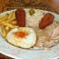 N.º 1 - PECHUGA, croquetas, huevo frito, patatas fritas y ensaladilla rusa.